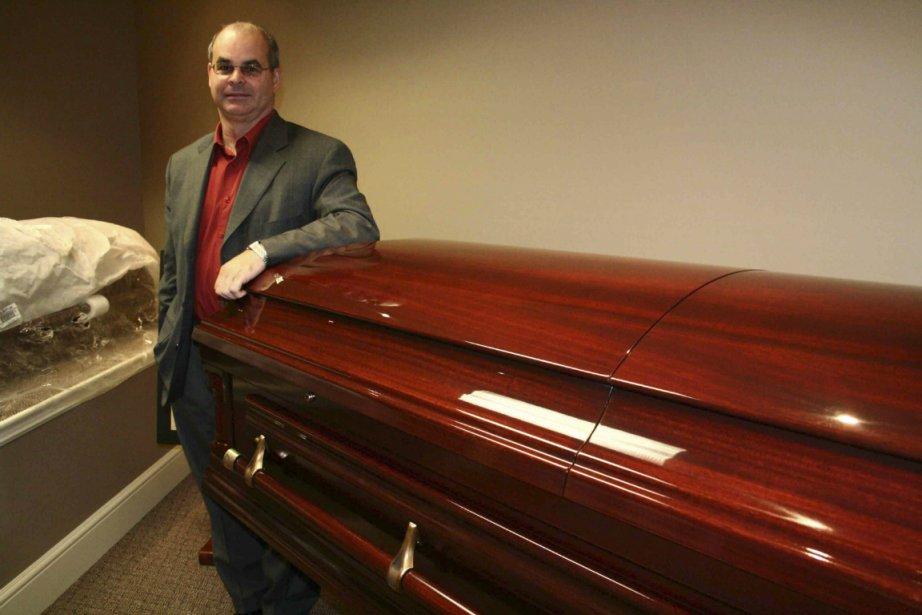 Alain Dumont, président de Fournitures funéraires Victoriaville.... (PHOTO YANNICK POISSON, COLLABORATION SPÉCIALE)