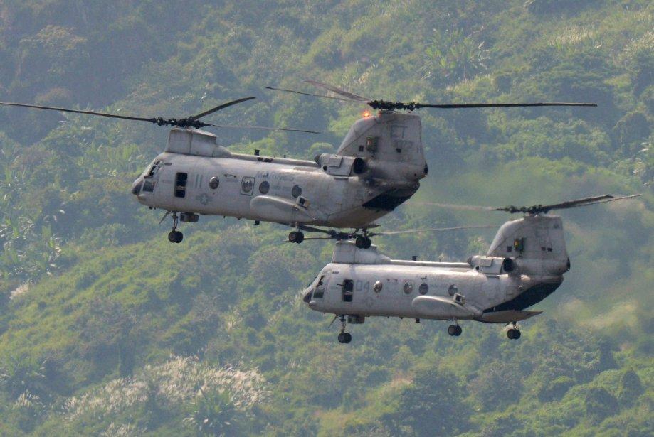 Des hélicoptères militaires s'apprêtent à déposer les soldats américains, à... | 2012-10-16 00:00:00.000
