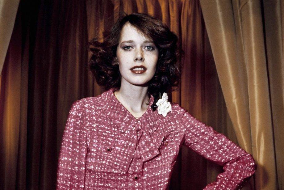 Sylvia Kristel porte une création Chanel en 1976. | 18 octobre 2012