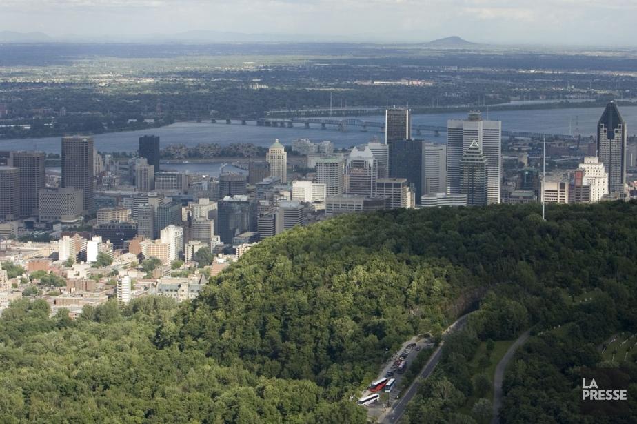 Vue aérienne du centre-ville de Montréal, avec le... (Photo: David Boily, La Presse)