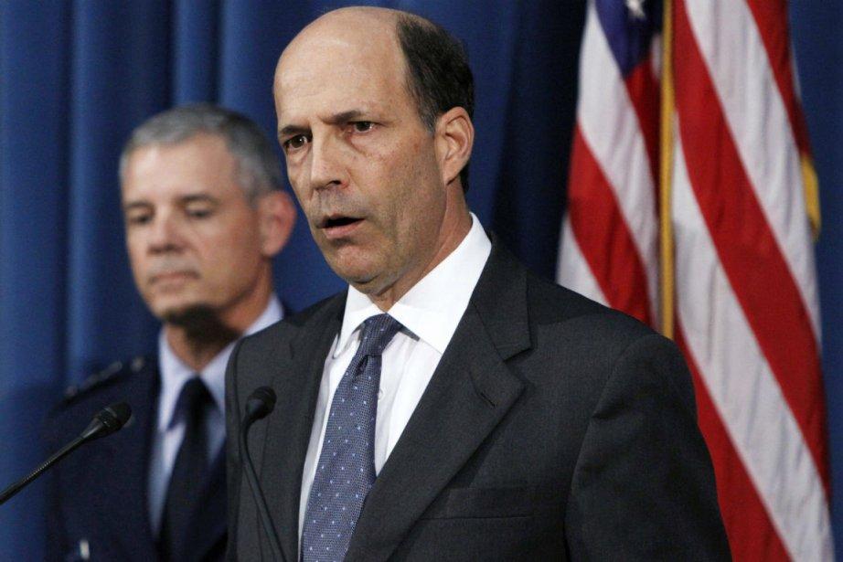 Le lieutenant-général américain Salvatore Angelella et l'ambassadeur des... (Photo Issei Kato, Reuters)