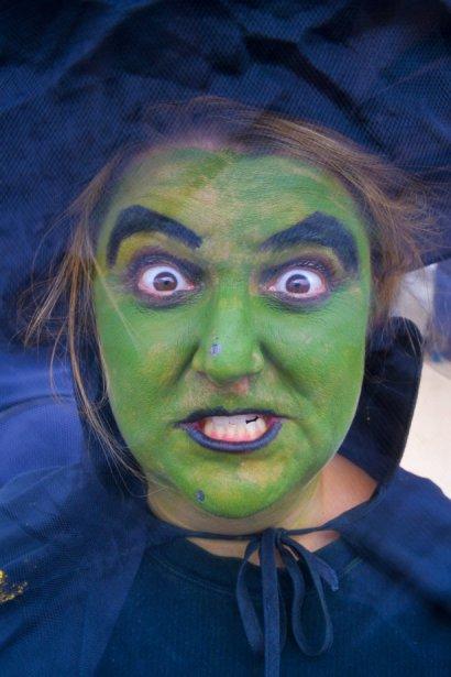 Des milliers de gentils petits et (grands) monstres de tout acabit ont déambulé vendredi et samedi dans le Village fantôme de Cantley, prenant un peu d?avance dans les célébrations de l?Halloween. | 21 octobre 2012