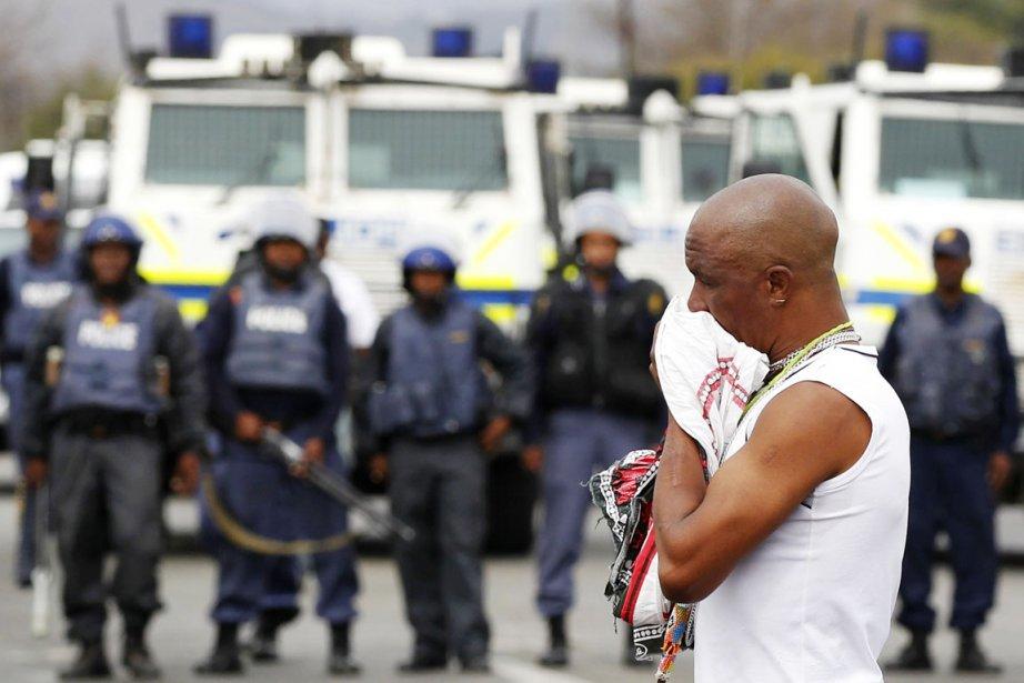 Le 16 août, les policiers ont ouvert le... (PHOTO SIPHIWE SIBEKO, ARCHIVES REUTERS)