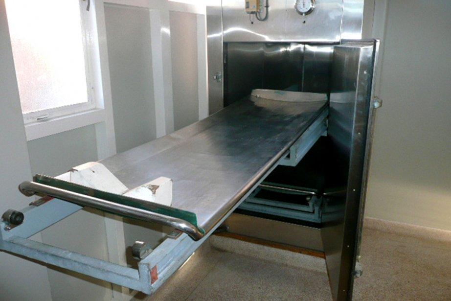 Un casier frigorifique de la la morgue désaffectée... (Photo: AFP)