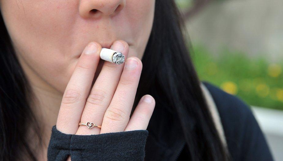 Deux géants étrangers du tabac s'adressent ce lundi à un... (Archives La Tribune)