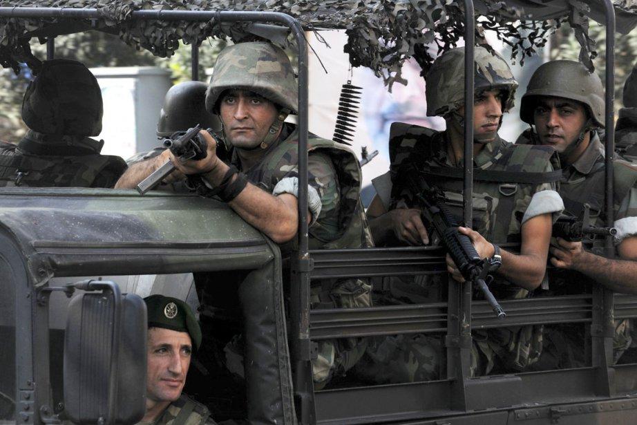 Des soldats libanais patrouillent dans les rues de... (PHOTO AHMAD OMAR, AP)