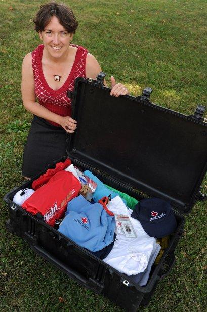 Tout comme sa propriétaire, la valise de Karine Giroux, de la Croix-Rouge, est toujours prête à voyager. | 23 octobre 2012