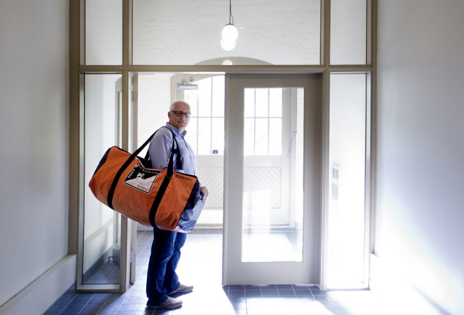 L'explorateur Bernard Voyer a fait faire son sac de voyage. | 23 octobre 2012