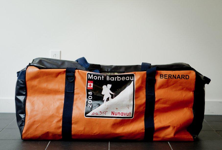 Le sac de Bernard Voyer est conçu sur mesure par l'entreprise ARS Sports. | 23 octobre 2012