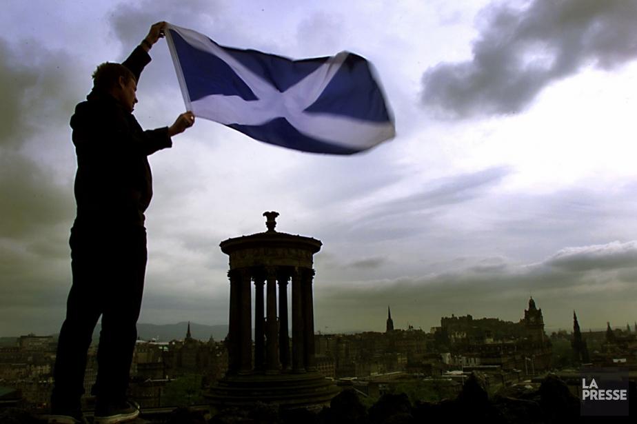 Drapeau de l'Écosse... (PHOTO JEFF MITCHELL, ARCHIVES REUTERS)