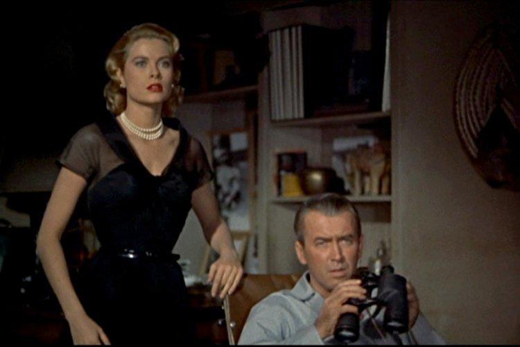 James Stewart et Grace Kelly dans une scène... (Paramount)