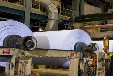 Frappé par une demande chancelante dans le secteur du papier et par les faibles...