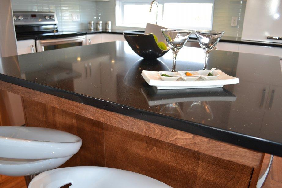 30e maison festivalma roxanne simard toit et moi - Comptoir de cuisine noir ...
