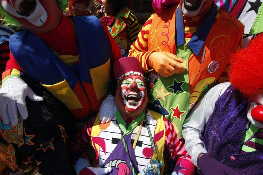 Un clown parmi ses collègues lors de la 17e foire du rire de Mexico City. | 26 octobre 2012