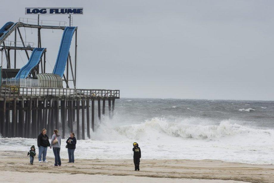 L'île de Seaside au New Jersey, qui attire généralement des foules pour ses parcs d'attractions, ses mignonnes maisonnettes à l'ombre des dunes de sable et ses vedettes de la célèbre émission de téléréalité Jersey Shore, était presque désert. | 28 octobre 2012