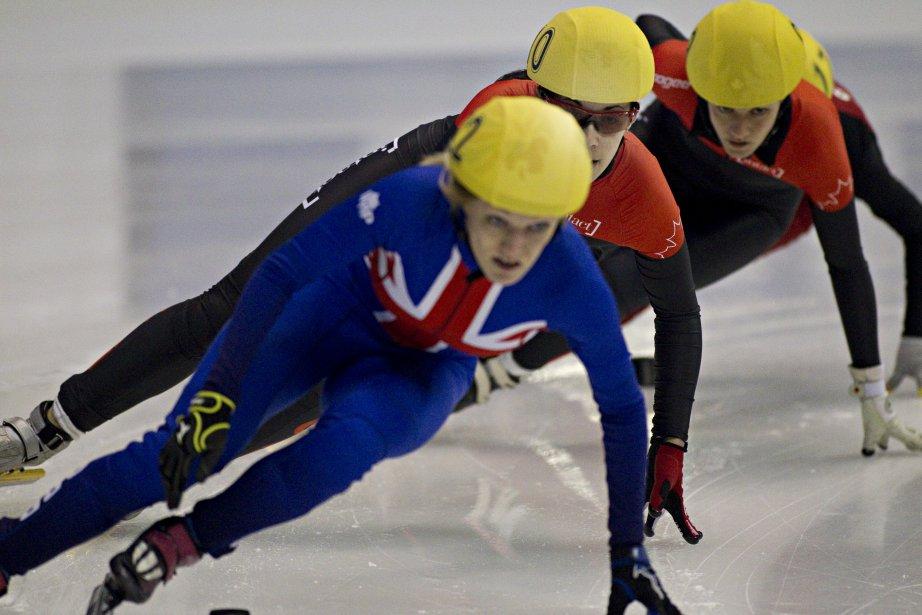 Valérie Maltais du Canada derrière Elise Christie de Grande-Bretagne. | 28 octobre 2012