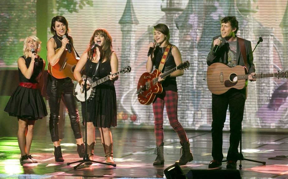 La prestation musicale des 5 artistes en nomination pour le prix révélation de l'année; Ingrid St-Pierre, Sophie Beaudet, Lisa LeBlanc, Salomé Leclerc et Patrice Michaud. | 28 octobre 2012