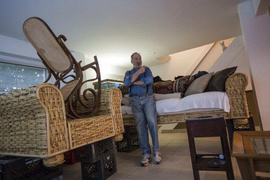 Stanley et Ann, un couple dans la soixantaine, a choisi de faire fi de l'état d'urgence. «On vit ici, les tempêtes, c'est notre destin», a laissé tomber l'homme au milieu de son sous-sol jonché de pompes et meubles pêle-mêle en équilibre sur des caisses de lait. | 28 octobre 2012