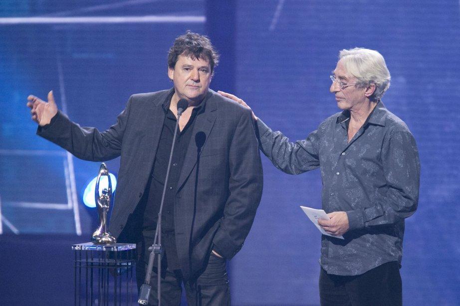 Richard Desjardins remporte le prix de l'Album de lannée - Adulte contemporain pour L'existoire, Claude Fradette à la direction artistique l'accompagne sur la scène. | 28 octobre 2012