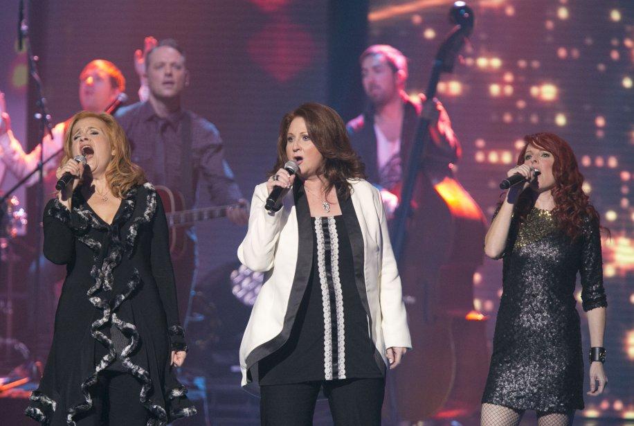 Marie-Denise Pelletier, Laurence Jalbert et France D'Amour interprètent le medley des 10 chansons de l'année. | 28 octobre 2012