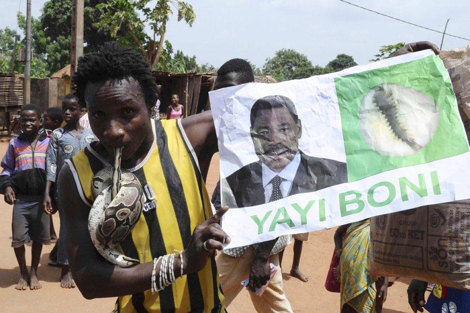 Un partisan de Boni Yayi manifeste dans le... (PHOTO CHARLES PACIDE, ARCHIVES REUTERS)