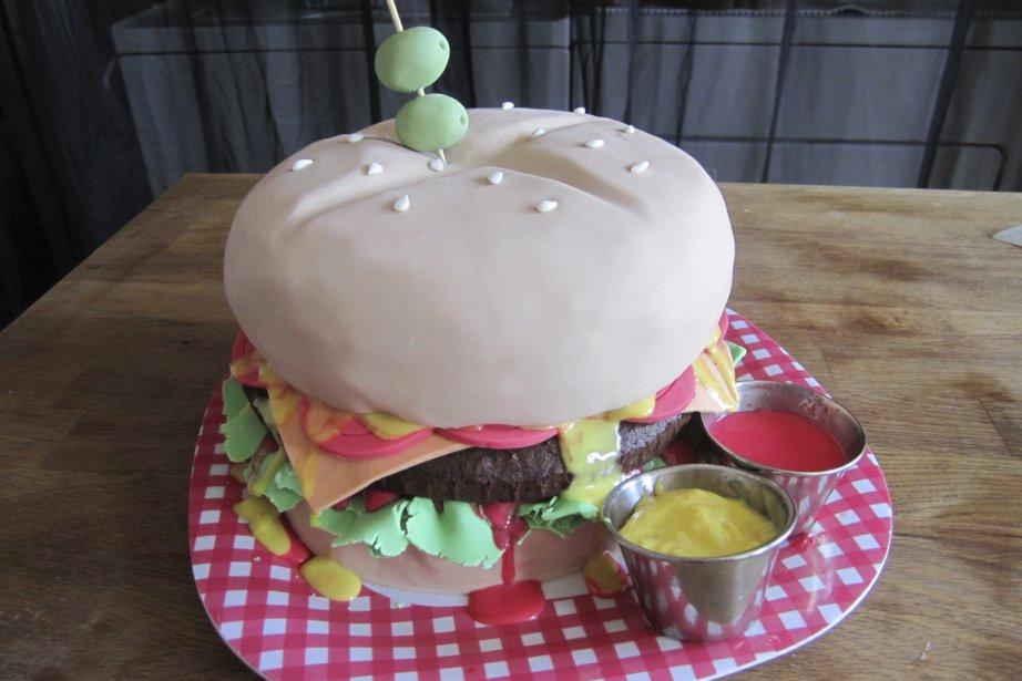 Le gâteau «hamburger», pour les gros mangeurs.... (Photo fournie par Mles Gâteaux)