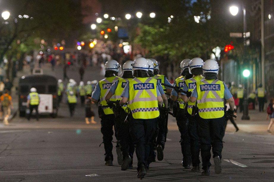 Des policiers à l'oeuvre lors d'une manifestation étudiante... (Photo: Robert Skinner, archives La Presse)
