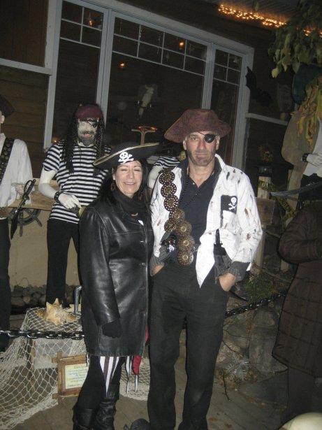 Antonin Patenaude, dit Antonneau le pirate, accueillera de nouveau les joyeux halloweeneux dans son oasis située au 1068, avenue Duchesneau, dans l'arrondissement de Sainte-Foy. Sa cour remplie de coffres aux trésors sera ouverte de 16h à 21h le 31 octobre. | 29 octobre 2012