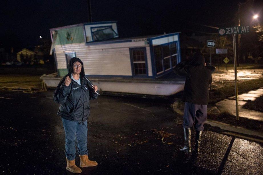À Pleasantville, ville entre deux baies située à environ 10 kilomètres à l'entrée d'Atlantic City, un bateau se trouvait en plein centre d'une rue résidentielle. | 30 octobre 2012