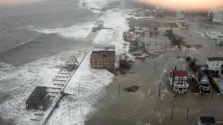 L'ouragan Sandy s'approche de la plage d'Atlantic City, le 29 octobre. | 30 octobre 2012
