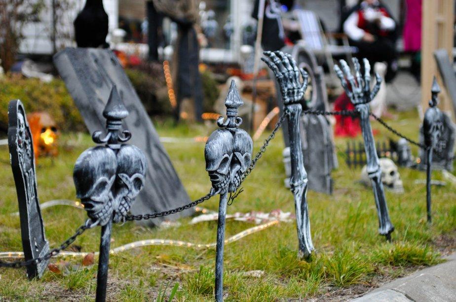 À Saint-Mathieu-du-Parc, plusieurs lieux étranges ont été visités par les participants dont le campement gitan, le cirque de l'étrange, le coin des inventeurs, le repaire des pirates ainsi que le golf hanté. | 30 octobre 2012
