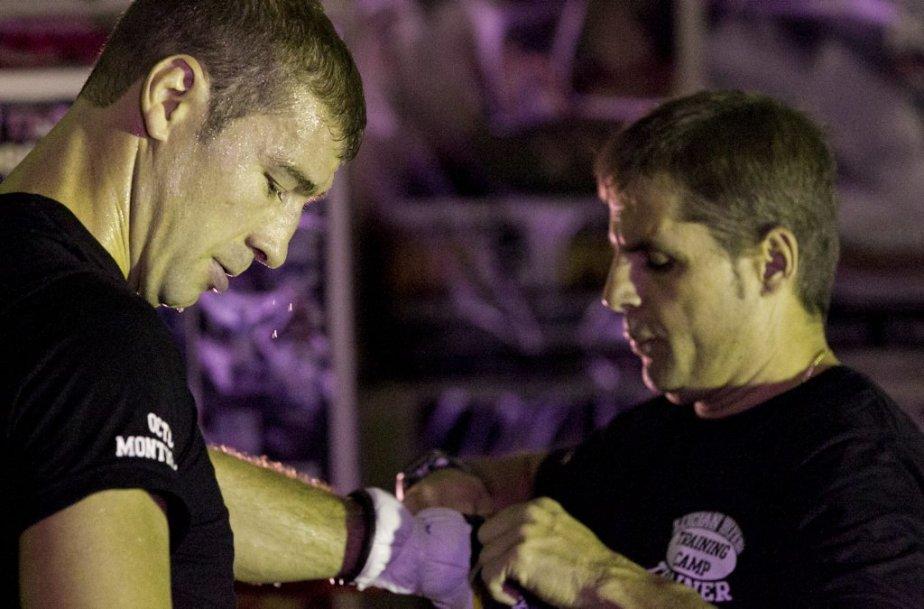 Lucian Bute a convié ses fans à un entraînement public en vue de son combat contre le Russe Denis Grachev. | 30 octobre 2012