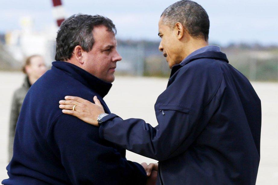 Le président Obama (à droite) a été accueilli... (PHOTO LARRY DOWNING, REUTERS)