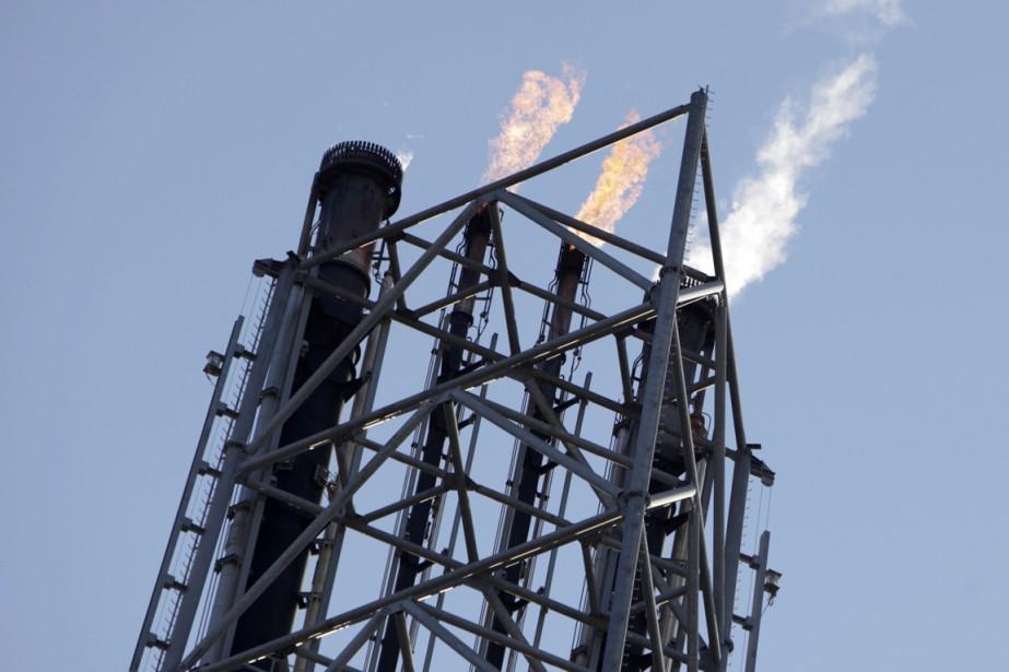 Les prix du pétrole ont fini en nette hausse mardi à New... (Photo archives AFP)