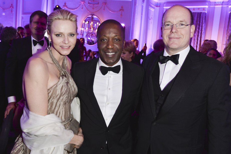 Avec le couple princier Albert et Charlène de Monaco.... | 2012-11-01 00:00:00.000