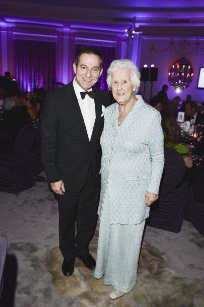 Maman Dion était accompagnée de son fils Yves à la table de la famille Saputo. | 1 novembre 2012