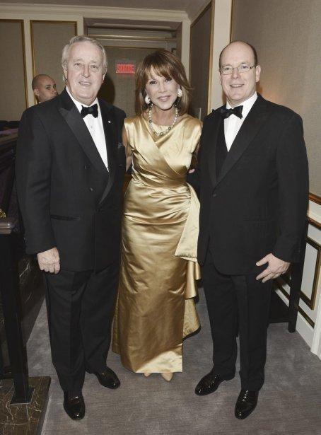 Brian et Mila Mulroney en compagnie du Prince Albert de Monaco. | 1 novembre 2012