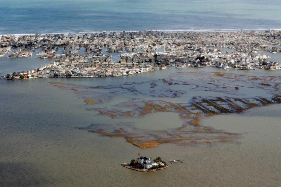 Vue aérienne de la côte atlantique, après le... (PHOTO DOUG MILLS, AFP)