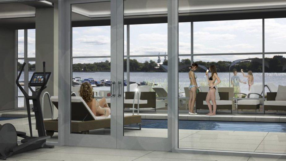 Imposant commodore au bord de l 39 eau laval for Construction piscine interieure