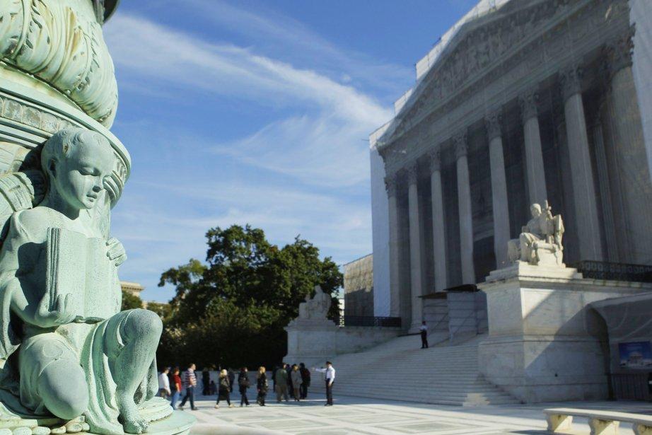Trois des neuf juges de la plus haute... (PHOTO GARY CAMERON, REUTERS)