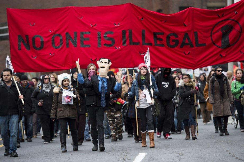 Des protestataires ont investi une intersection... (Photo La Presse Canadienne)