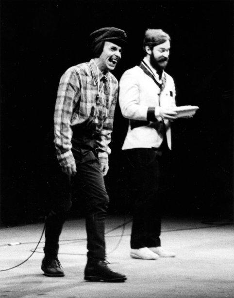Tiré du deuxième spectacle de Paul et Paul en 1978, le sketch Le père Racine, avec Serge Thériault dans le rôle d'Ed Racine et Jacques Grisé dans le rôle de Paul: «Ça, mon ti-gars, c'est une pizza au chevreuil... C'est fait sur le même principe qu'une pizza au poulet, sauf que la pâte est plus sauvage, c'est plus dur à délivrer comme pizza.» | 5 novembre 2012