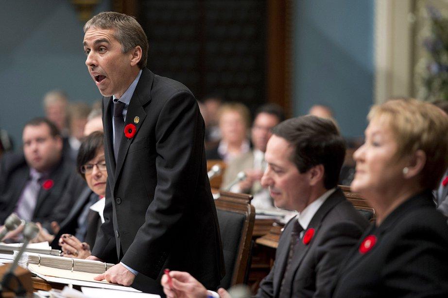 Le gouvernement s'est lancé dans des coupures arbitraires... (Photo archives La Presse canadienne)