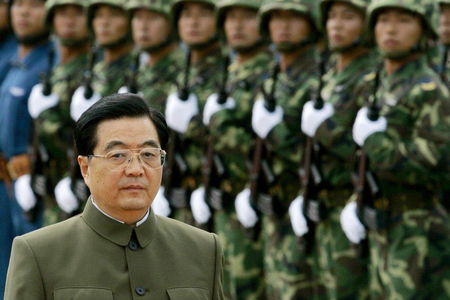 Le président Hu Jintao entend conserver la présidence... (PHOTO KIN CHEUNG, L'ARMÉE CHINOISE/REUTERS)