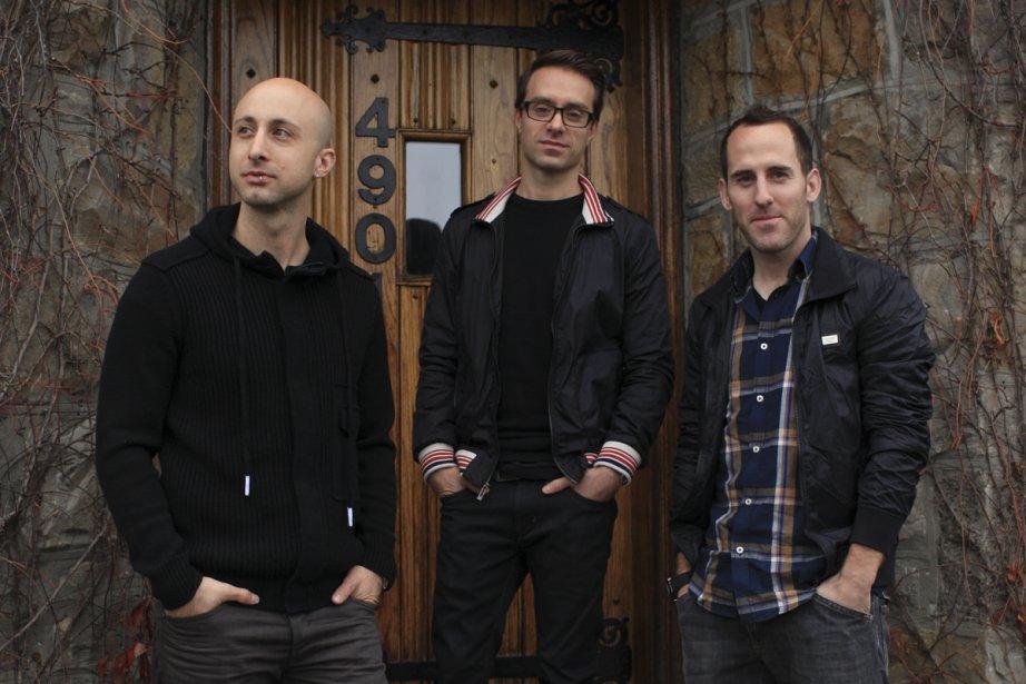 Jeff Stinco, Sébastien Lefebvre et Chuck Comeau devant une entrée... | 2012-11-06 00:00:00.000