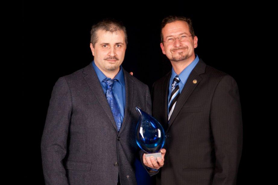 Le prix Innovation et nouveaux marchés a été attribué à Rêve alchimique. Philippe Nadeau en a pris possession, sous les yeux d'Yves-Francois Blanchet, whip en chef du gouvernement québécois et député responsable de la Mauricie et du Centre-du-Québec. | 6 novembre 2012
