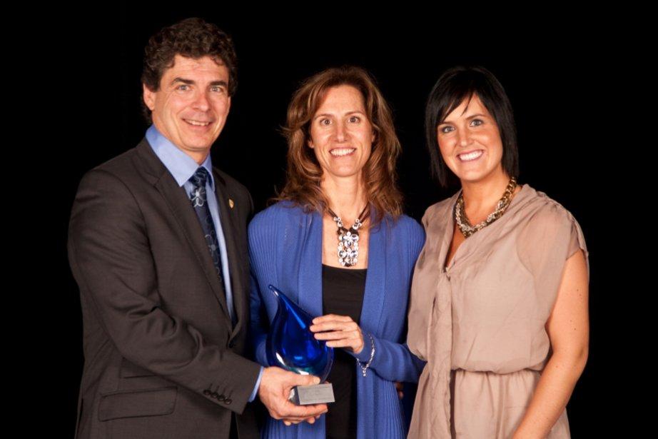 Le prix Entreprise touristique a été décerné à Cyclo-Mauricie. Marie-Josée Gervais et Marc Saint-Onge se sont réjouis en compagnie de Rachel Frigon de l'Hebdo Saint-Maurice. | 6 novembre 2012