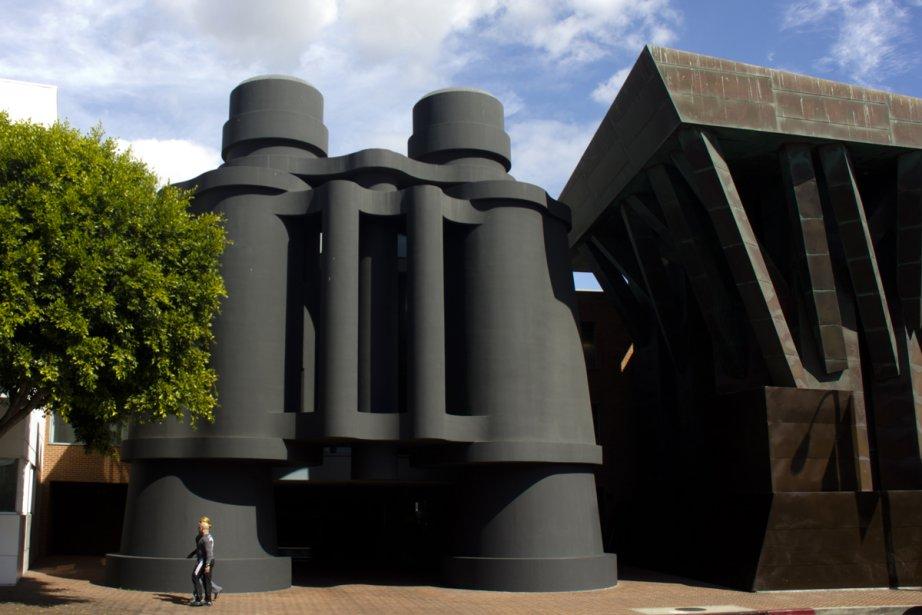 Le Binoculars Building, immanquable sur la Main.... (Photo: Pénélope Fortier, collaboration spéciale)