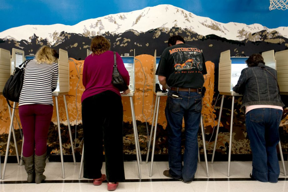 Des électeurs à Colorado Springs, dans l'État du... (Photo AP)