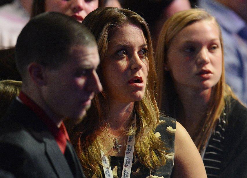 Les visages tentent de rester impassibles, mais les regards en disent long. La défaite de Romney fait mal. | 6 novembre 2012